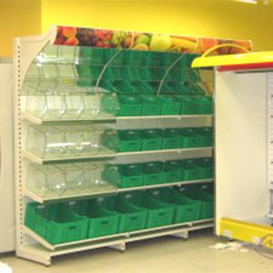 Montaż mebli w sklepie spożywczym - stoisko na warzywa i owoce