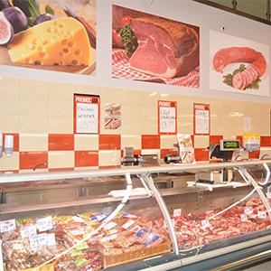 stoisko mięsne w sklepie